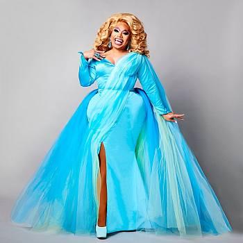 brita drag queen looks on the runway - spring look