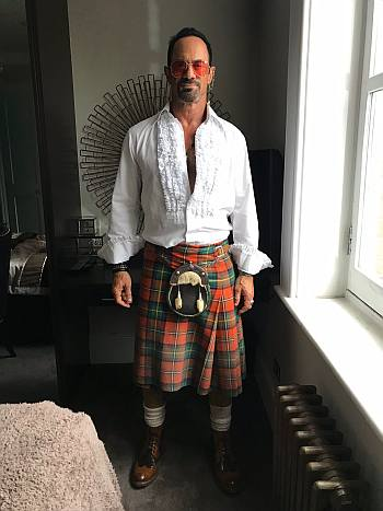 hot men in kilt - chris meloni