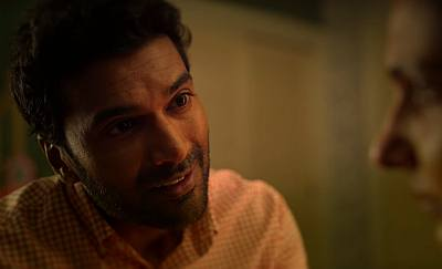 Sendhil Ramamurthy mohan in never have i ever - hot asian guys2