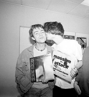 alex james gay kiss damon albarn