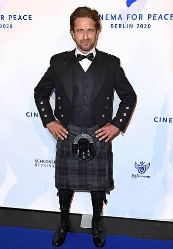 celebrities wearing kilts gerard butler