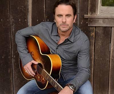 charles esten hot country singer