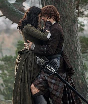 jamie fraser kilt outlander - kissing