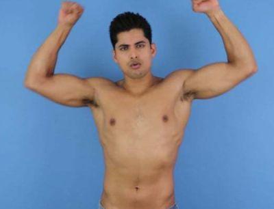 rushi kota bulging biceps