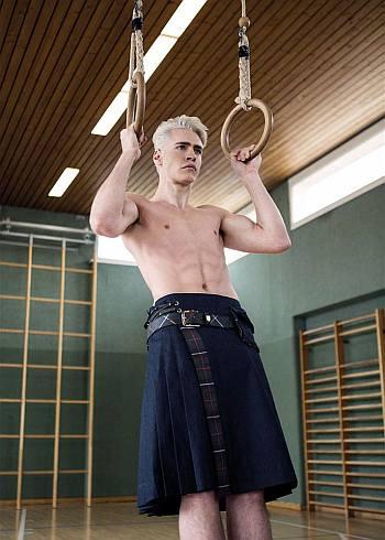 shirtless boys in kilt - TOPMODEL Oliver Stummvoll
