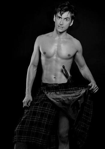 shirtless in kilt - david tennant