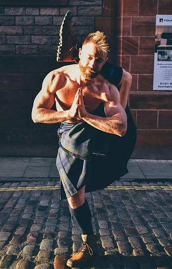 shirtless in kilt - finlay wilson yoga master - scotland week 2019 at herald square
