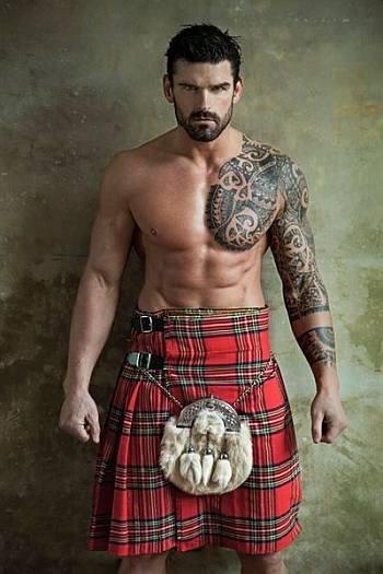 shirtless in kilt rugby player stuart reardon2