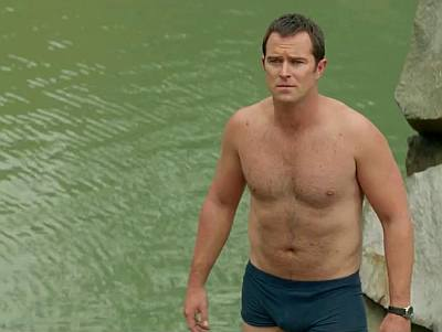 sullivan stapleton underwear boxer briefs - movie kill me three times
