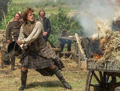 what do do while wearing kilt - jamie fraser putting out fire