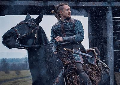 Alexander Dreymon Uhtred in the last kingdom