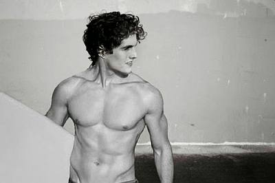 daniel sharman body - surfer