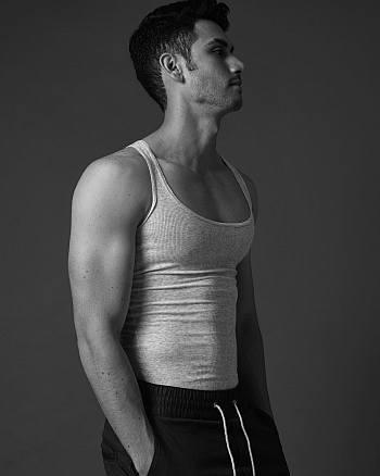 Alejandro Speitzer hot body