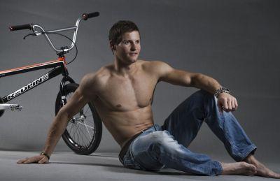 Raymon van der Biezen shirtless in jeans