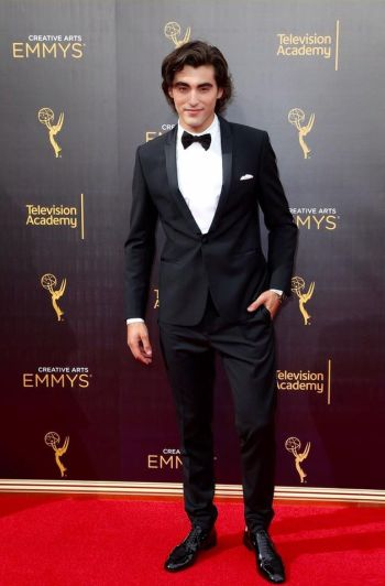 blake michael hot in suit and tie - red carpet