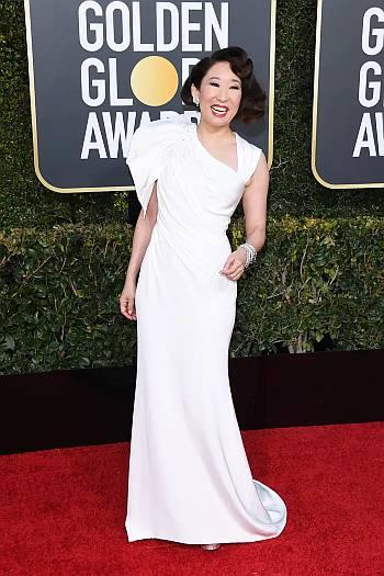 celebrity white dress - sandra oh 2019 golden globes red carpet