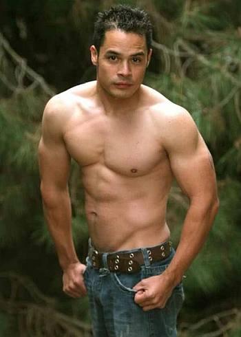 hans ebson shirtless