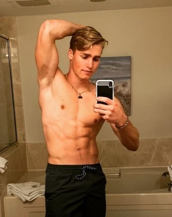 micah plath hot guys with iphones