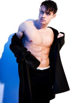 thomas doherty shirtless body