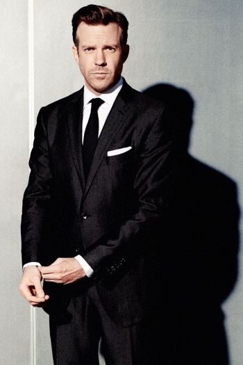 Jason Sudeikis hot in suit