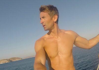 ben thompson shirtless body - hot media hunk