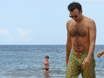 jason sudeikis shirtless beach body