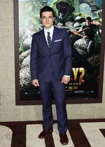 josh hutcherson sexy in suit and tie2