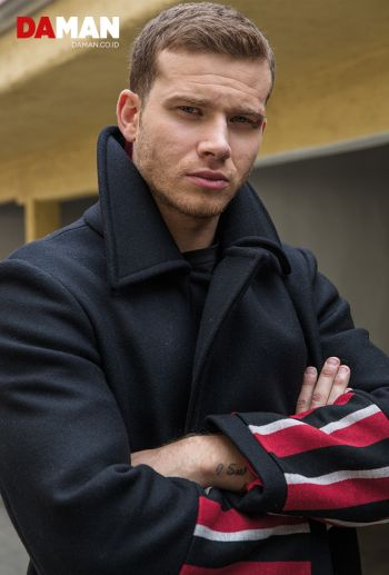 male celebrity coat - tommy hilfiger on oliver stark2
