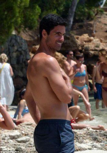 mikel arteta hot beach body