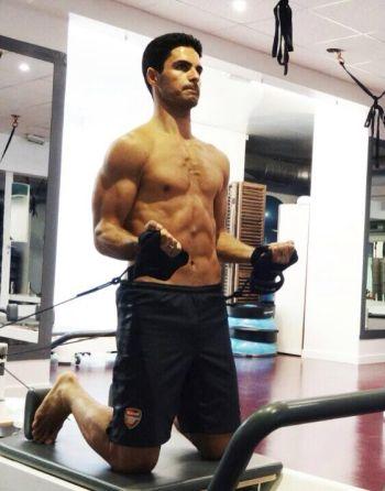 mikel arteta shirtless workout
