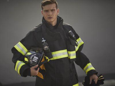 oliver stark hot firefighter - 911 fox