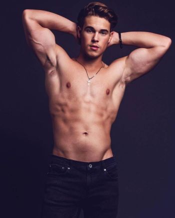 ricardo hurtado shirtless in jeans