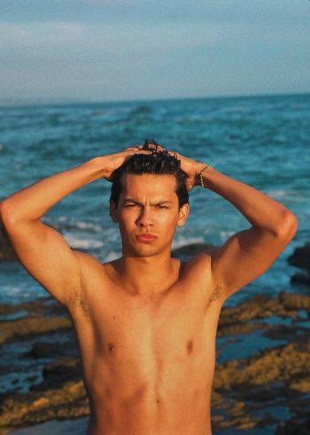 xolo mariduena shirtless body in the beach
