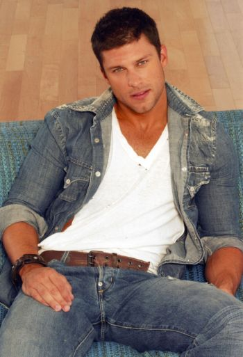 greg vaughan hot body in jeans