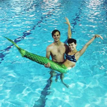 jack quaid shirtless with girlfriend - mermaid class