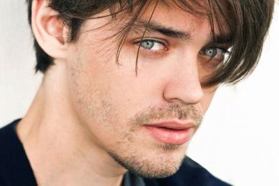 tom payne hot and handsome