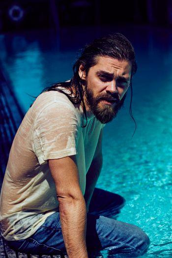 tom payne wet shirt hunk