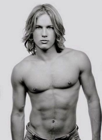 travis fimmel young shirtless body