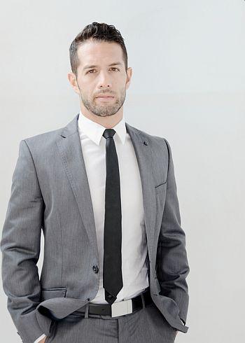Bayardo De Murguia hot in suit