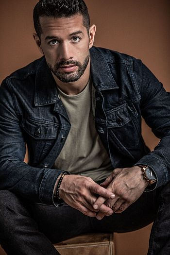 Bayardo De Murguia hot men in jeans