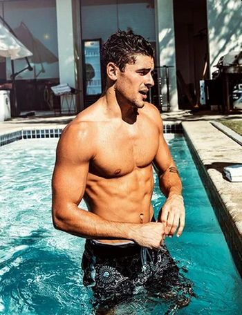 Jack Gilinsky shirtless hunk