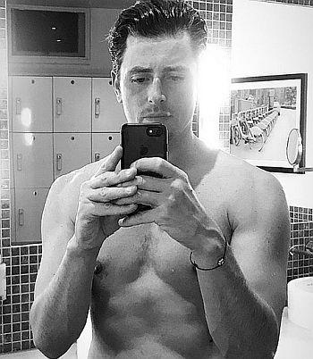 Lachlan Nieboer body selfie