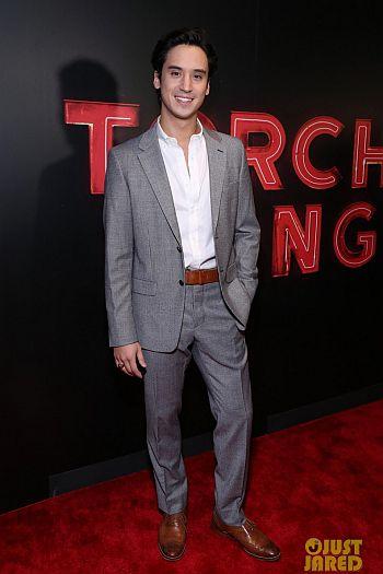Michael Hsu Rosen hot in suit - red carpet