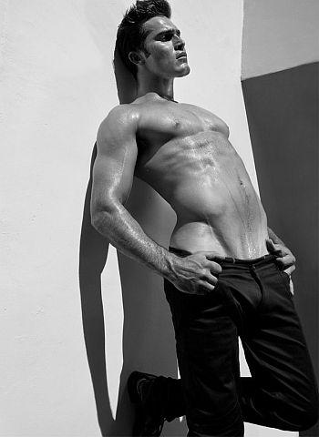 Tyler Hoechlin shirtless body washboard abs