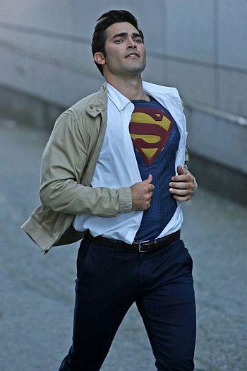 Tyler Hoechlin undressing superman