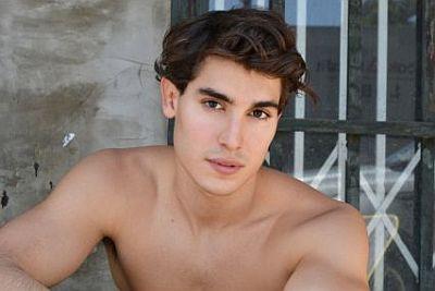 henry zaga shirtless body