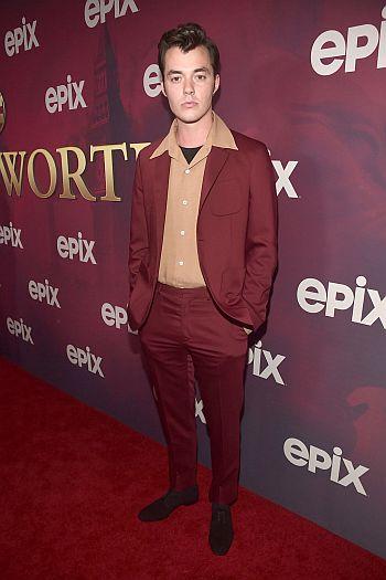 hot men in suit jack bannon - red carpet