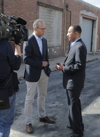 lester holt nbc news field reporting