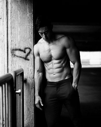 nam vo the challenge - shirtless body
