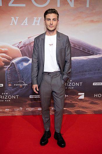 Jannik Schümann hot in suit